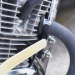 エンジン掃除は動物毛のブラシ